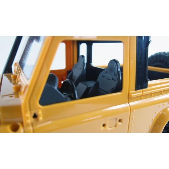 Land Rover Defender galben la scara 1:16, varianta kit