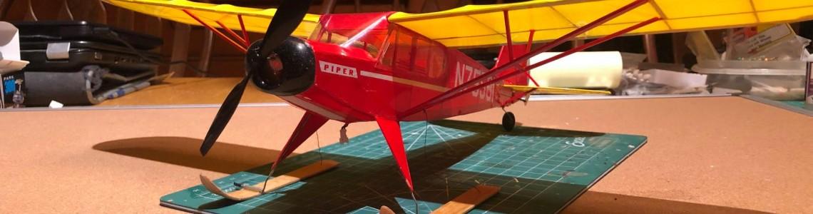 Un Piper Super Cub pregatit de iarna