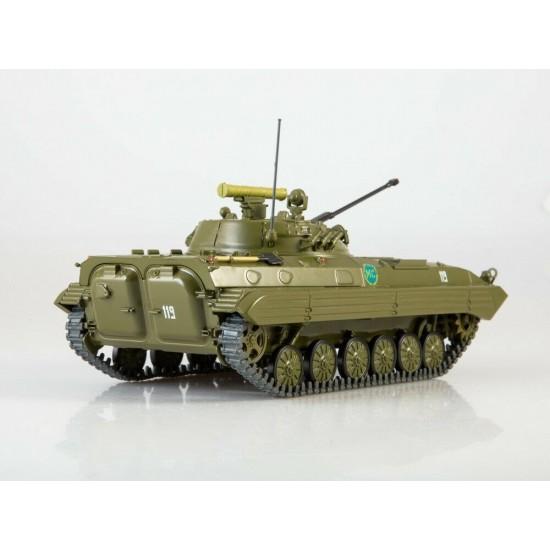 Macheta blindat BMP-2 scara 1:43